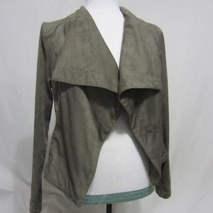 NWT WOMEN SZ MED OLIVE TOP BY ROMEO&JULIET COUTURE
